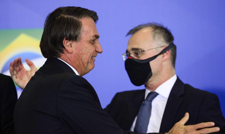 Bolsonaro indica André Mendonça ao Supremo Tribunal Federal