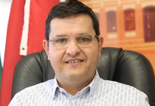 Guanambi: Ex-prefeito Jairo Magalhães sofre representação no MPE