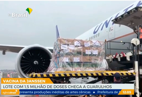 Lote de 1,5 milhão de doses da vacina da Janssen chega ao Brasil