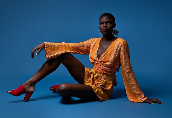 Modelo brumadense faz sucesso em Salvador, agenciada pela Mega Models Bahia, e tem história contada em Editorial do Correio