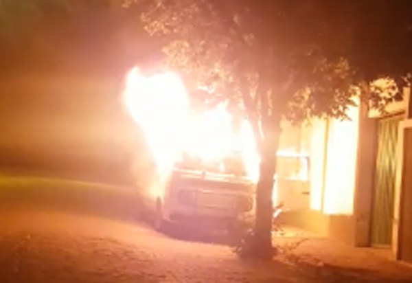 Brumado: Kombi da Sociedade Espírita Alberto Marques Barreto foi incendiada