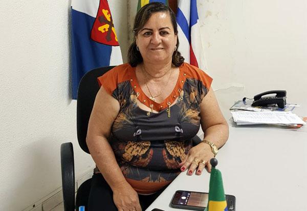 Aracatu: prefeita Lêda Matias homenageia município  em seu 56° aniversário