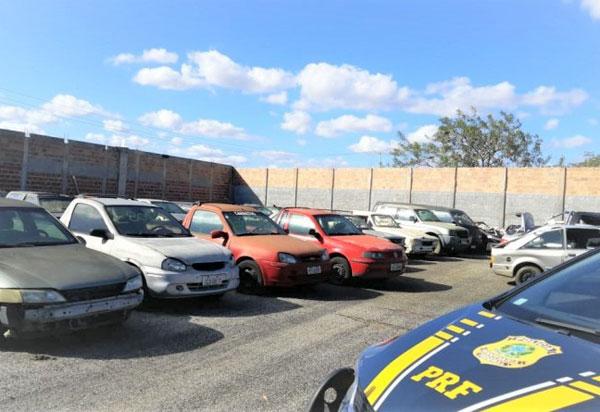 PRF realizará leilão de aproximadamente 500 veículos apreendidos na Bahia
