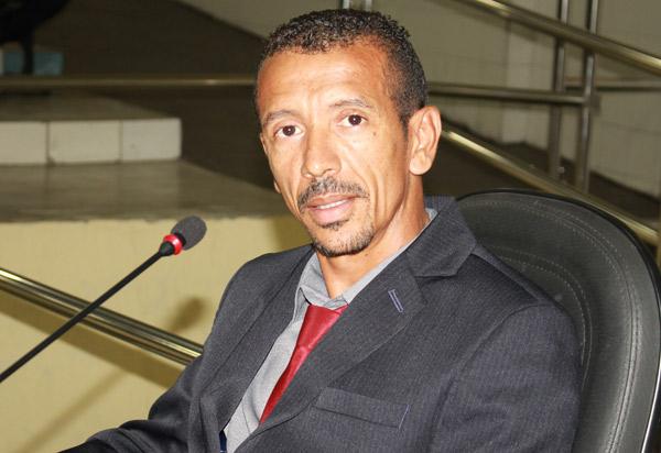 Vereador Lek Cabeleireiro lamenta o fato de Brumado não eleger representantes e diz que não adianta grupo político impor candidato ao povo