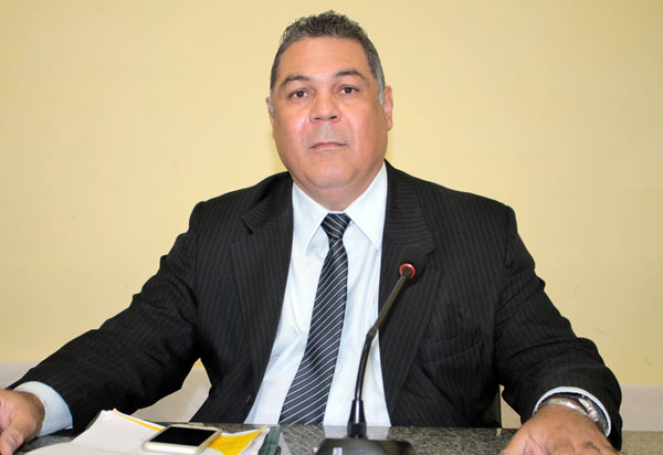 Brumado: Presidente da Câmara de Vereadores aciona site na justiça e mídia terá que tirar matéria do ar