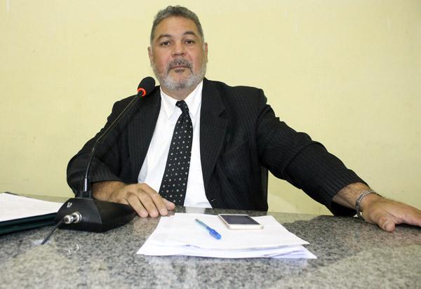 Presidente Léo Vasconcelos demonstrando mais uma vez dinamismo e seriedade paga pela primeira vez 1/3 de férias a servidores do legislativo