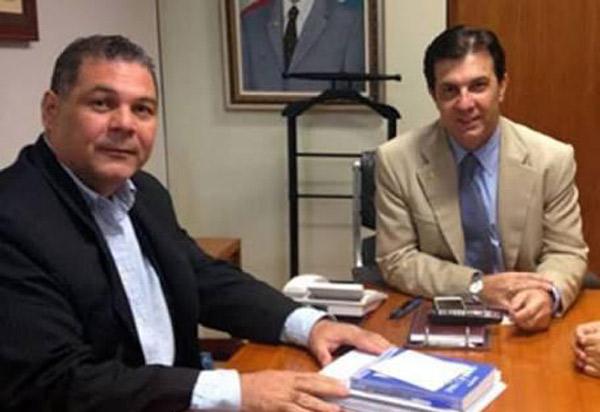 Léo Vasconcelos comemora liberação de mais uma parcela de R$ 450 mil para a pavimentação asfáltica da estrada de Ubiraçaba; emenda é do deputado Arthur Maia
