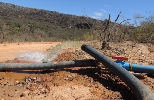 Licínio de Almeida: Moradores reclamam de desperdício de água