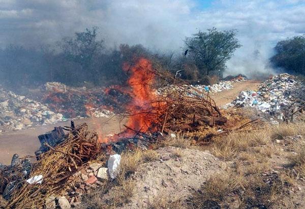 Lixão de Dom Basílio é mais uma vez incendiado; moradores das imediações cobram soluções do poder público