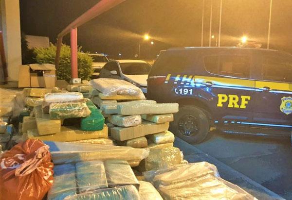 Conquista: Após acompanhamento tático por 2 km, PRF encontra carro 'recheado' de maconha; assista