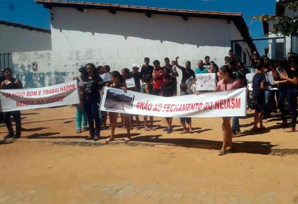 Dom Basílio: pais, alunos, professores e comunidade local protestam contra o fechamento do Núcleo Educacional Integrado Alfredo Souza Machado