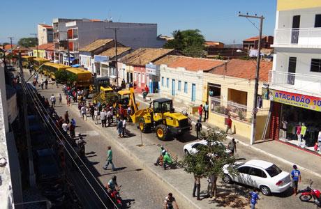 Aracatu: Sérgio Maia apresenta veículos adquiridos à população