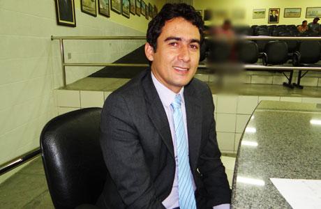 Márcio Moreira agradece Aguiberto operação tapa buracos no bairro Olhos D'Água