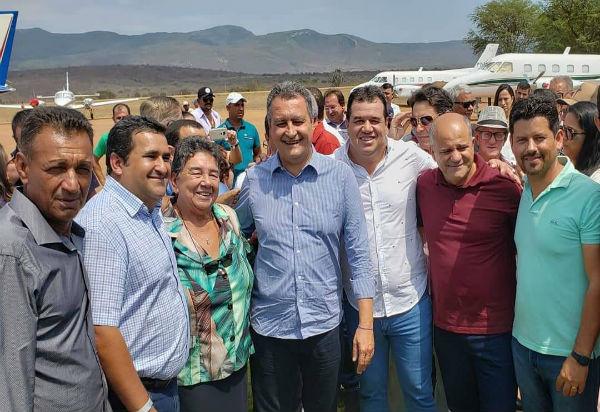 Ituaçu: deputado Marquinho Viana prestigia implantação de sistema de água