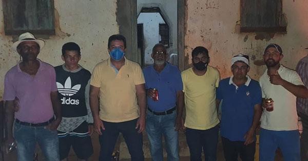 Deputado Marquinho Viana visita quatro povoados de Barra da Estiva com amigos