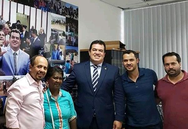 Deputado Marquinho Viana recebe lideranças de Boninal e produtores de morango