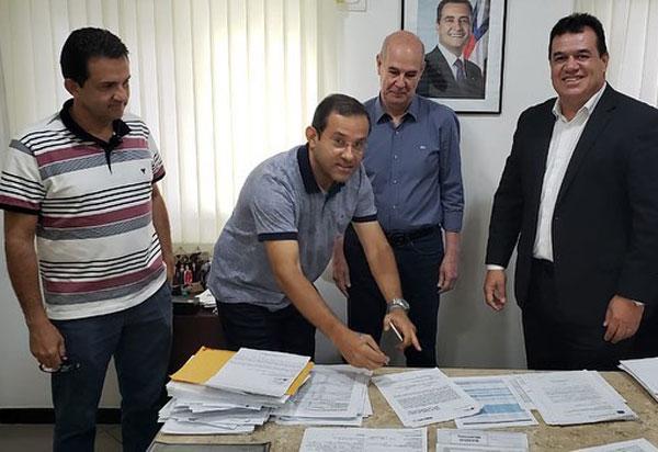 Deputado Marquinho Viana com prefeitos de Érico Cardoso e Rio de Contas na CERB