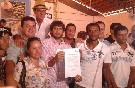 Coribe: Marquinho Viana prestigia assinatura do convênio do sistema de água de Bonito