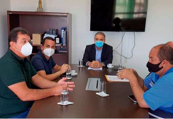 Deputado Marquinho Viana e o prefeito de Ituaçu em audiência com o secretário Nelson Pelegrino