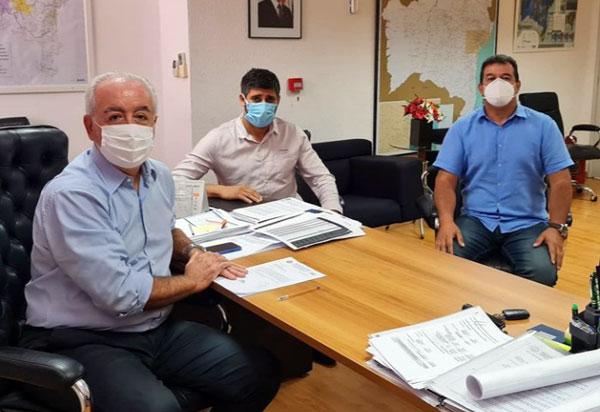 Deputado Marquinho Viana leva para a SEINFRA demandas de pavimentação asfáltica para Cordeiros