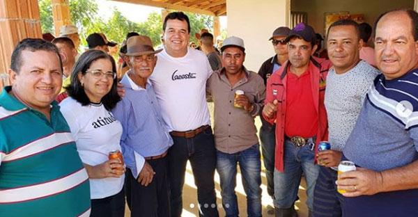 Deputado Marquinho Viana participa da inauguração de campo de futebol em Ituaçu