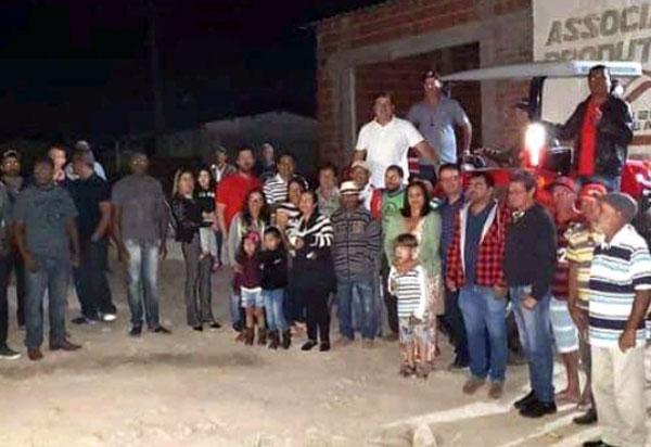 Deputado Marquinho Viana entrega trator em Barra da Estiva