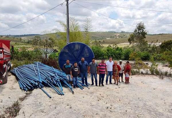 Deputado Marquinho Viana leva abastecimento de água para famílias de Barra da Estiva