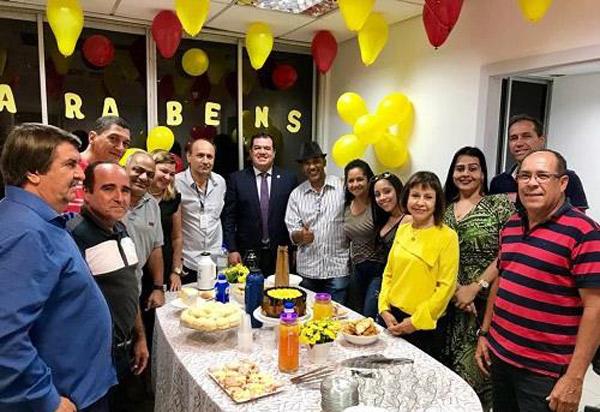 Deputado Marquinho Viana é recebido com café por funcionários do seu gabinete na ALBA