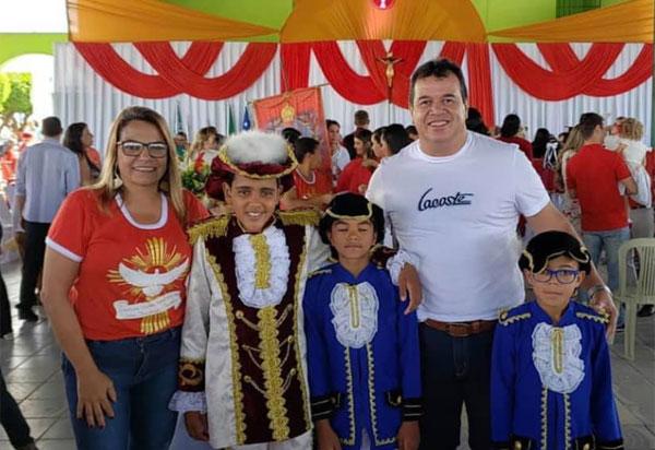 Deputado Marquinho Viana participou dos festejos do Divino Espírito Santo, em Ituaçu
