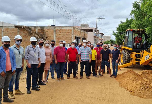 Deputado Marquinho Viana visita obras de implantação de sistema de água em Livramento de Nossa Senhora