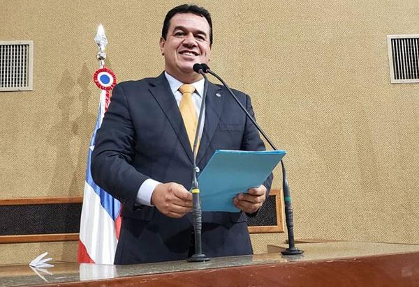 Deputado Marquinho Viana anuncia que o Governador  Rui Costa autorizou obras no setor educacional para Jussiape e Maetinga