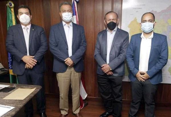 Deputado Marquinho Viana e o prefeito de Caculé levam demandas ao Governador Rui Costa