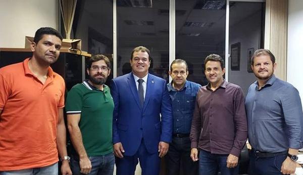 Deputado Marquinho Viana leva prefeitos para a SEC, Embasa e Conder