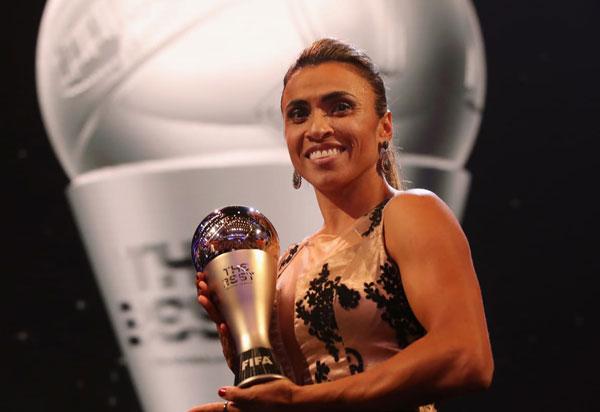 Marta fatura prêmio de melhor do mundo pela sexta vez