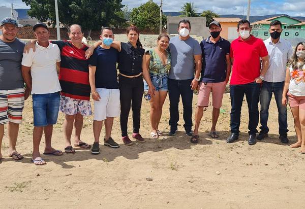 Deputado Marquinho Viana esteve presente na autorização das obras de uma quadra poliesportiva coberta em Tranqueiras, Ituaçu