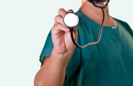 Governo desiste de dois anos a mais no curso de medicina