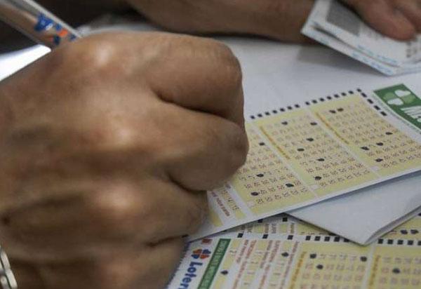 Mega-Sena acumula e pode pagar R$ 56 milhões nesta quarta-feira