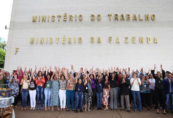 Servidores fazem manifestação em defesa da permanência do Ministério do Trabalho