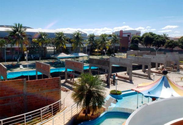Clube Social de Brumado realiza obra de modernização da área da piscina