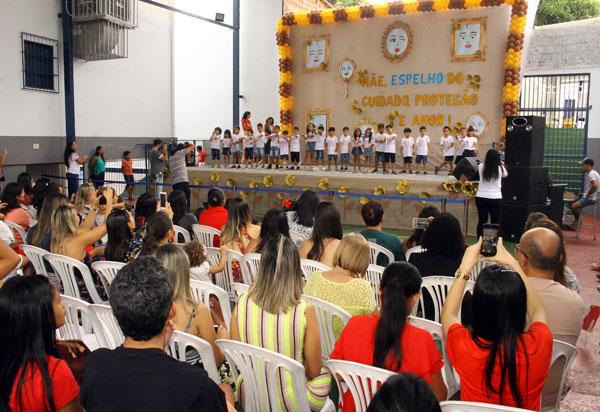 Centro Educacional Monteiro Lobato promoveu homenagem ao Dia das Mães