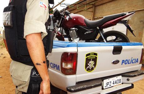 POLÍCIA MILITAR PRENDE DOIS COM DROGAS EM BRUMADO