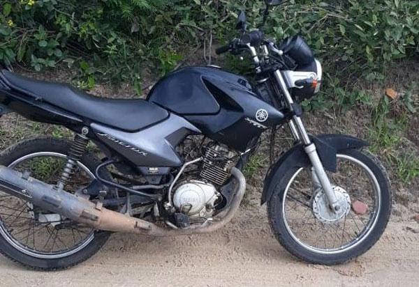 Moto com placa de Brumado é encontrada escondida em matagal próximo a BR-030, em Caetité