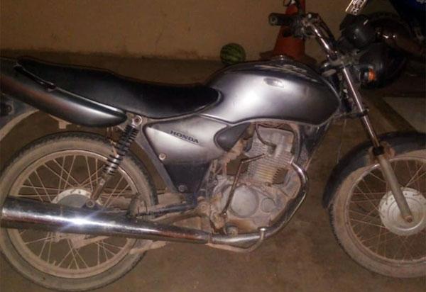 Barra da Estiva: Polícia Militar recupera veículo com restrição de furto/roubo