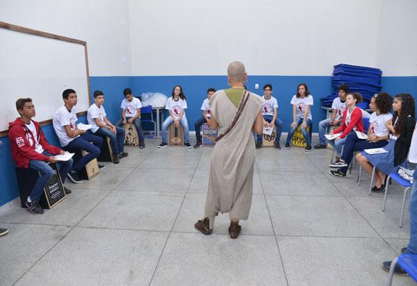 Oficinas musicais são encerradas com apresentação em escola municipal de Brumado