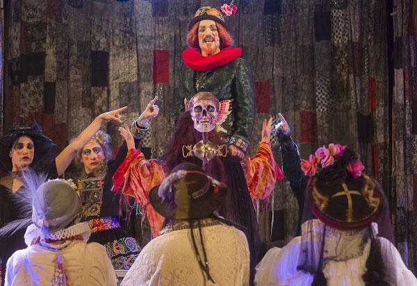 Grupo Galpão de Teatro apresenta em Brumado neste sábado e domingo o espetáculo 'Os Gigantes da Montanha'