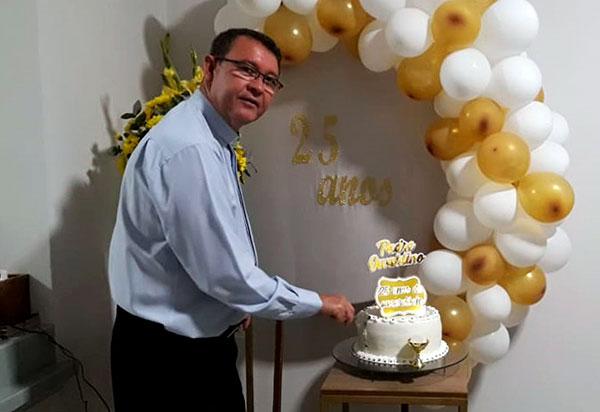 Pe. Osvaldino Barbosa celebra 25 anos de vida sacerdotal