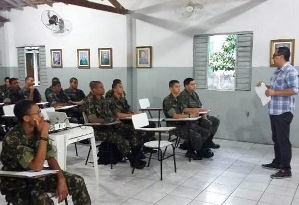 Brumado: Juiz Genivaldo Alves Guimarães ministrou no Tiro de Guerra palestra sobre prevenção do uso de drogas