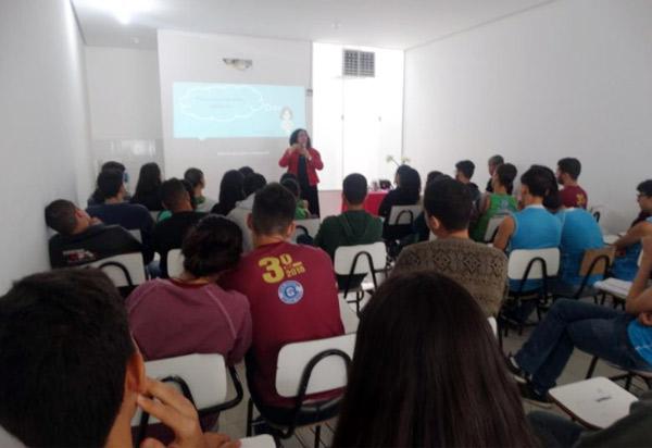Centro Educacional Monteiro Lobato promoveu palestra 'Incentivos aos estudos e dar sentido à vida'