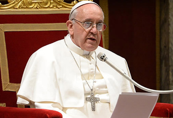 Papa Francisco diz que Igreja está atrasada e pede reformas