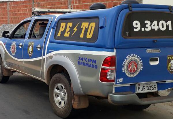 Brumado: casal de idosos nega dinheiro para drogas e filho tenta agredir com martelo; homem foi preso